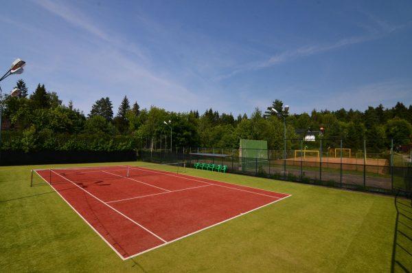 Искусственный газон на тенисном корте